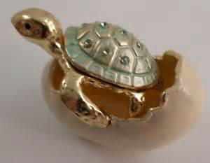 Small Baby Turtle in Hatching Egg - Trinket Box